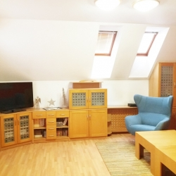 Obývací prostor s kuchyní v podkroví RD ve Frýdku | PŘED